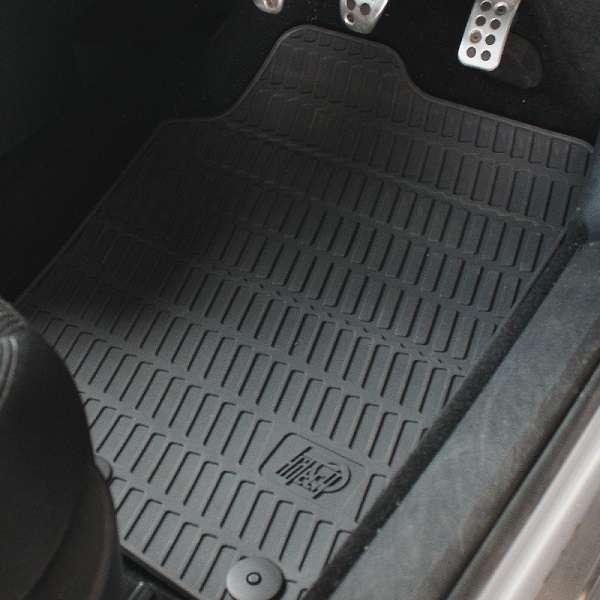 Gumi tepisi za auto najpraktičnije su rješenje za auto